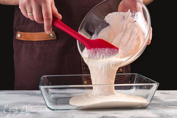Переложите массу в стеклянную форму и отправьте в морозилку на час, перемешивая силиконовой лопаткой каждые 20 минут.
