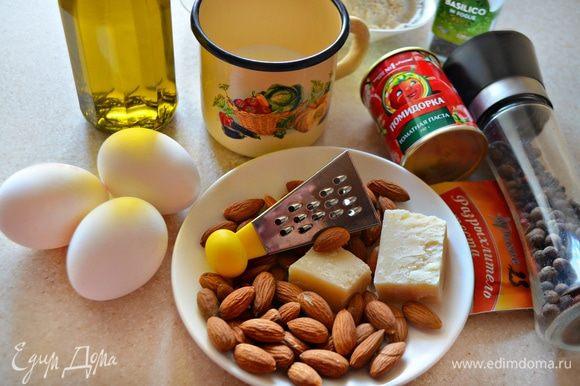 Приготовьте необходимые продукты. Молоко слегка подогрейте, миндаль немного просушите на сухой сковороде.