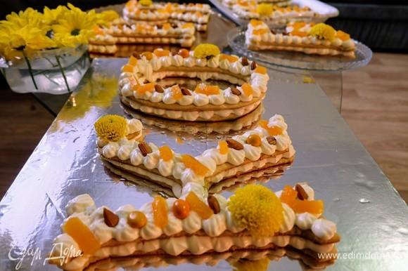 Украшение такого десерта — это уже дело вашего вкуса!