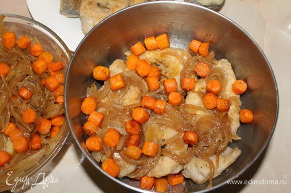 Все подготовлено для маринования рыбы. В контейнер сложите рыбу, перекладывая каждый слой обжаренными овощами и луком.
