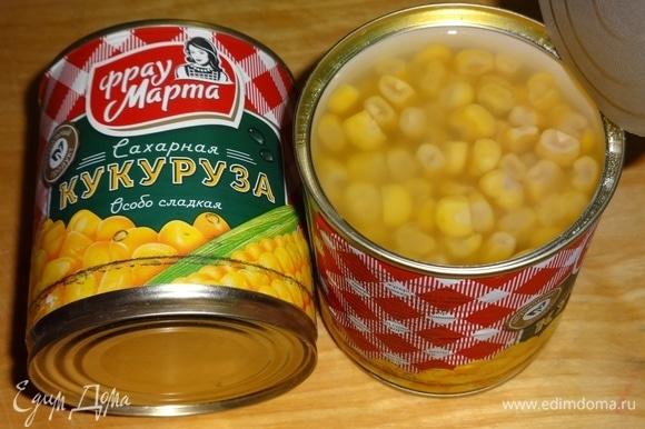 Слить жидкость у консервированной сладкой кукурузы ТМ «Фрау Марта».