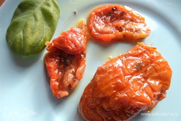 Я еще использовала вяленые томаты в масле.