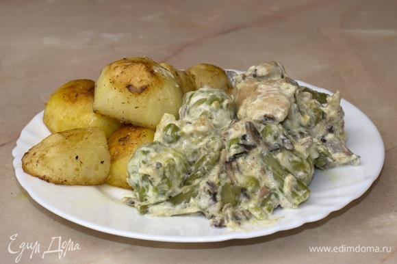 В данном блюде курицу можно заменить любым мясом. Можно дополнить любыми овощами и приправами. Подавать к столу можно с любыми гарнирами или как самостоятельное блюдо. Приятного аппетита.