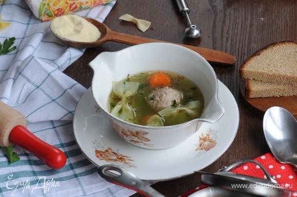 Яркие шарики моркови, аппетитные фрикадельки и красивые бело-зеленые бабочки...