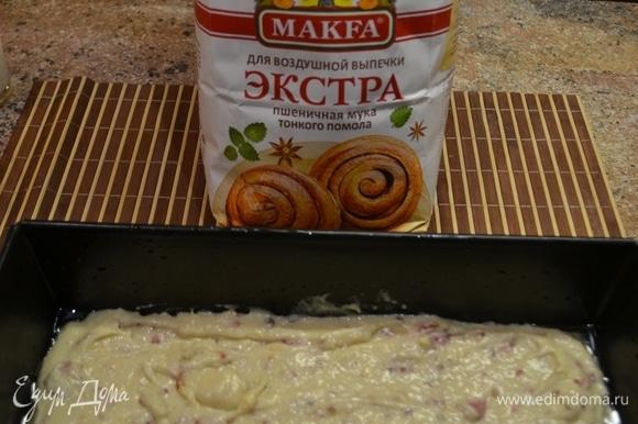 Вылить массу в форму и поставить в духовку на 40 минут при 180–200°C.
