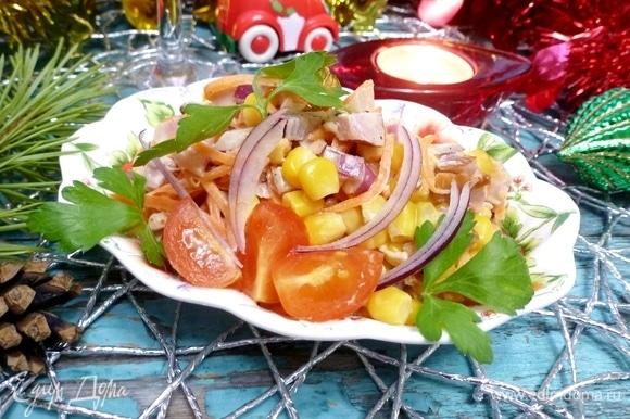 Вкусный и сытный салат «Жар-птица» готов. Приятного аппетита!