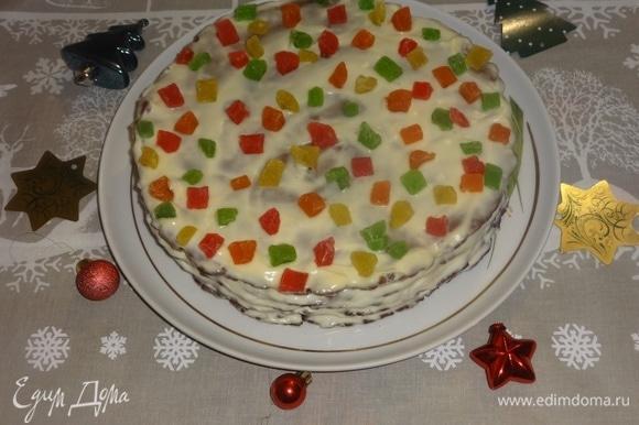 Украсить верх торта цукатами, как у меня, или любым другим способом по вашему желанию. Поставить торт для пропитки в холодильник на несколько часов или на ночь.