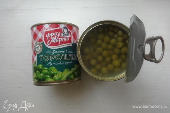 Открыть банку с консервированным зеленым горошком ТМ «Фрау Марта».