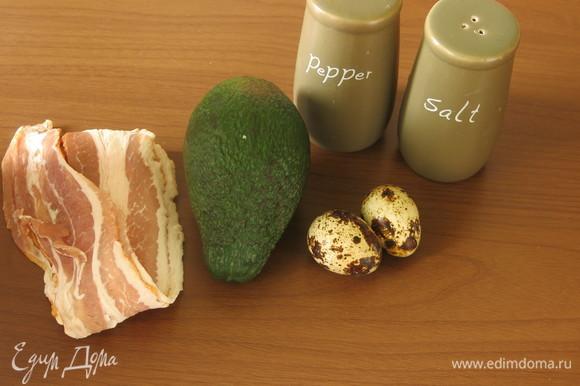 Подготовим продукты: яйца, авокадо, бекон, соль, перец и уксус для яиц пашот.