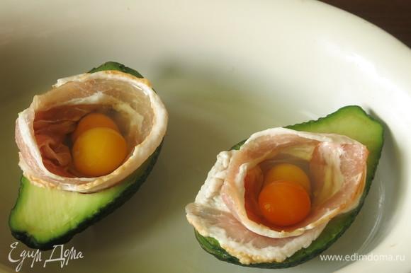 Вбиваем по два яйца перепелиных.