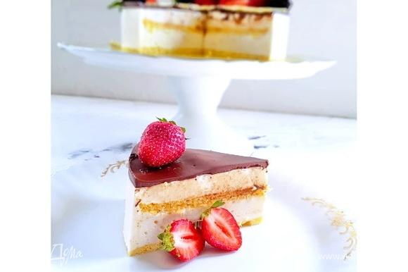 Вот на этом фото двойная порция ганаша на горьком шоколаде. Идеально ровная поверхность) Желаю вам самого вкусного и приятного чаепития!