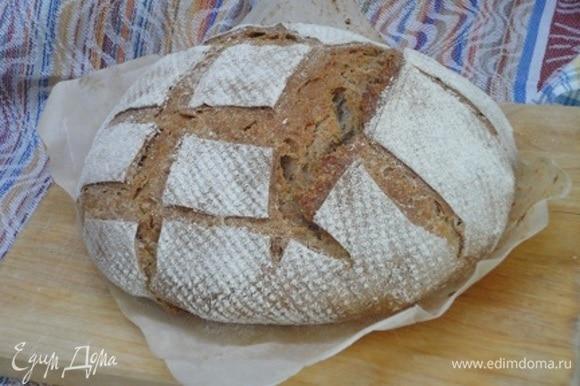 Готовый хлеб охлаждаем под полотенцем.