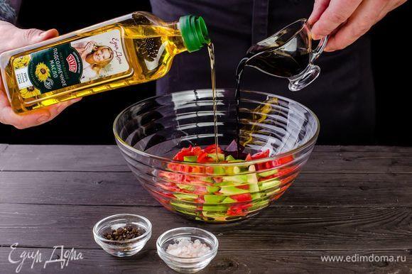 Полейте салат сыродавленым подсолнечным маслом Vivid, добавив бальзамический уксус, перец и соль.