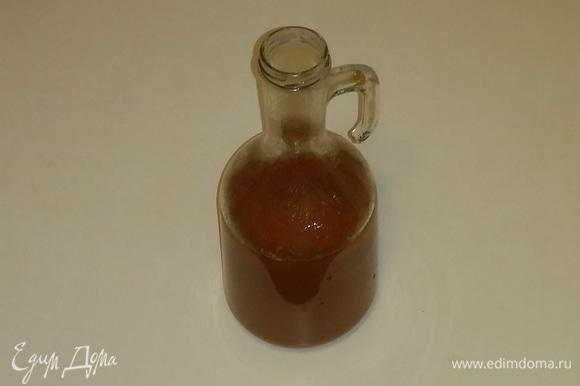 Сушеный базилик я добавляю сразу в томатный сок до начала приготовления, чтобы базилик лучше раскрыл свой вкус и аромат.