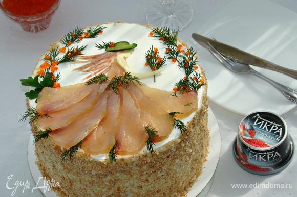 Готовый торт обсыпать крошкой и украсить по своему вкусу.