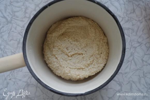Поставить тесто в холодильник на 40 минут. Духовку нагреть до 180°C. Противень застелить пергаментом. Вылить тесто на противень. Либо можно заполнить силиконовые формочки, но не всегда в них красиво выходит. Выпекать 10–15 минут. Разрезать на ромбы и подавать к чаю. Приятного аппетита.