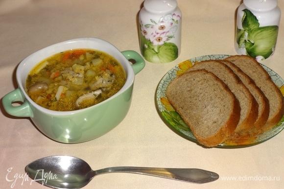 Разлить суп по тарелкам и подать к столу. Угощайтесь! Приятного аппетита!