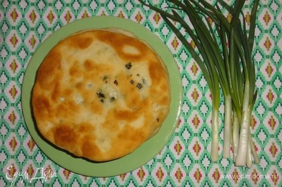 Готовые лепешки подать на стол горячими к чаю, супу, салату и т. д. Угощайтесь! Приятного аппетита!