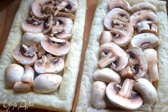 Распределить грибы поверх горчицы.