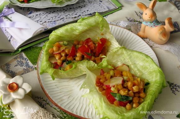 Подаем салат как основное блюдо или дополнение. Приятного аппетита!
