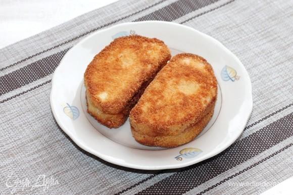 Обжаривать тосты по 2 минуты с каждой стороны, включая боковые.