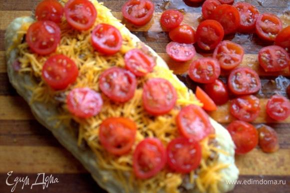 Покрыть помидорками верх.
