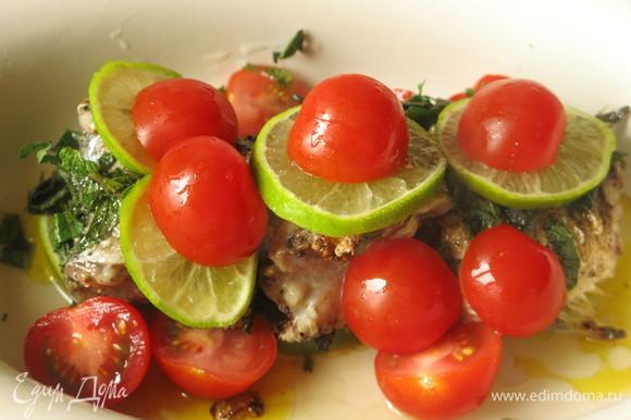 На рыбу кладем зелень, оставшиеся овощи и фрукты.