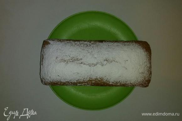 Затем достаем его из формы и остужаем до конца уже просто на тарелке. Хранить кекс лучше в пакете для завтраков, не закрытом наглухо, так как тогда он не засыхает. Приятного аппетита!