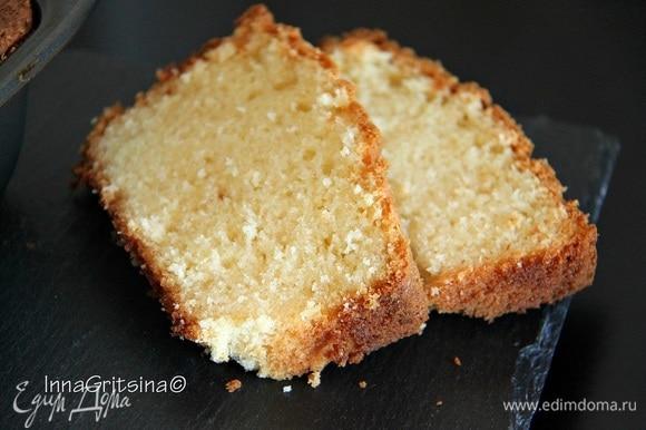 Кекс очень мягкий, с насыщенным вкусом и ароматом, не сухой, с бархатистой структурой мякиша. Приятное дополнение к чаю. Приятного аппетита!