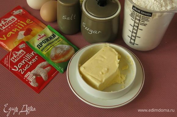 Подготовим продукты: муку, масло, сахар, соль, дрожжи, ванильный сахар, пудинг, корицу Haas, яйца, молоко, какао, кефир (я использовала кислое молоко).