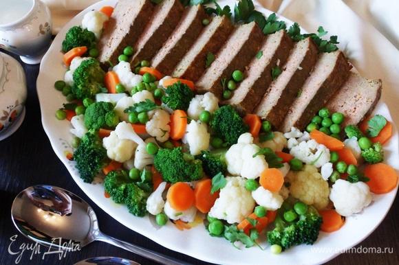 Печеночное суфле с отварными овощами готово. Нежно, вкусно и полезно!