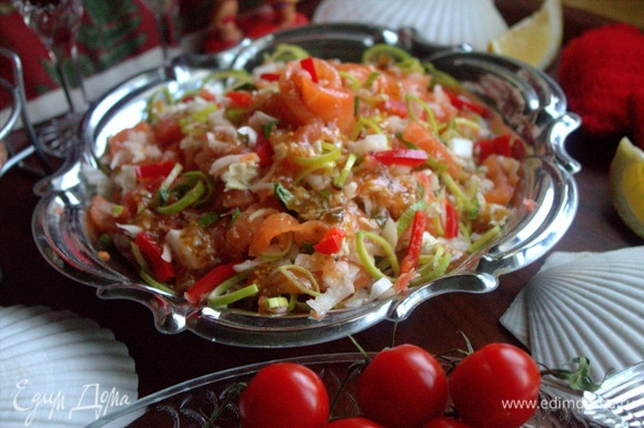 Летом такой салат может заменить ужин.