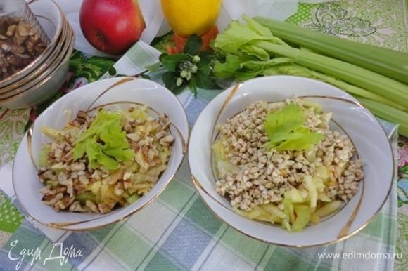 Перемешиваем и получаем два варианта салата. Я использую их в качестве завтрака или ужина.