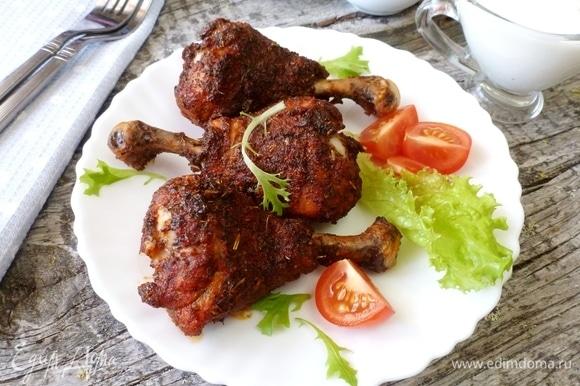 Разогреть духовку до 190–200°C. Поставить противень и запекать ножки минут 40–45 до румяной корочки. Приятного аппетита!