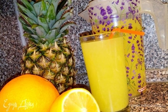 Наслаждаемся апельсиновым соком.
