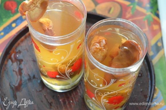 В конце добавить лимонную кислоту или сок лимона, сахар по вкусу, перемешать и убрать кастрюлю с огня.