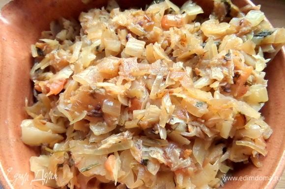 Снять со сковороды и остудить начинку. Остатки начинки можно подать, например, с картофелем. У нас она исчезла быстро.