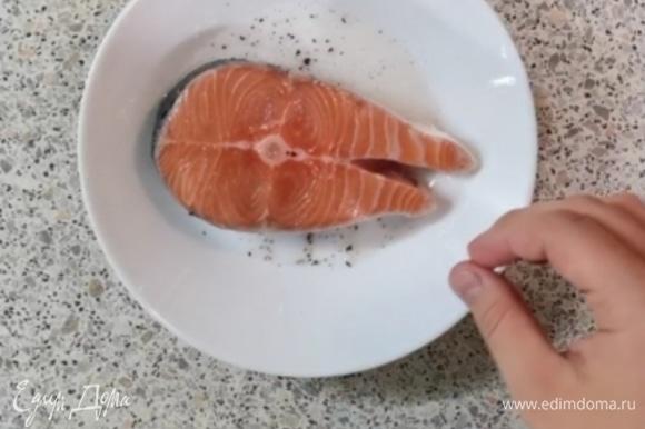 В получившееся масло с пряностями мы укладываем кусочек лосося.