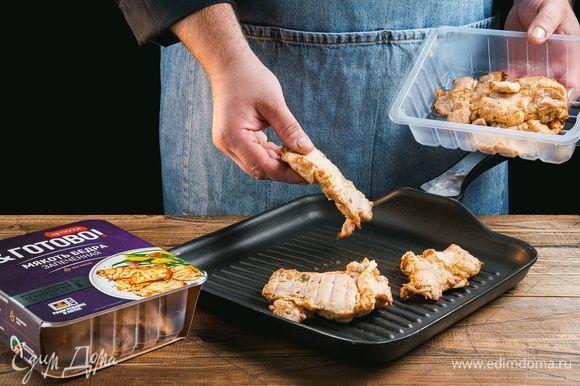 Запеченные куриные бедра ТМ «Петруха Готово» разогрейте на сковороде или в микроволновой печи.