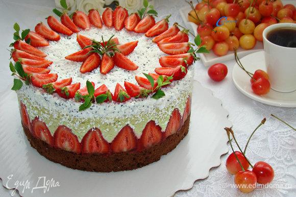 Готовый торт украсить по своему вкусу. Этот торт очень хорош в летнюю жару. Готовьте с удовольствием!