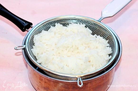 Приготовим рис. Промываем и варим в подсоленной воде по инструкции.