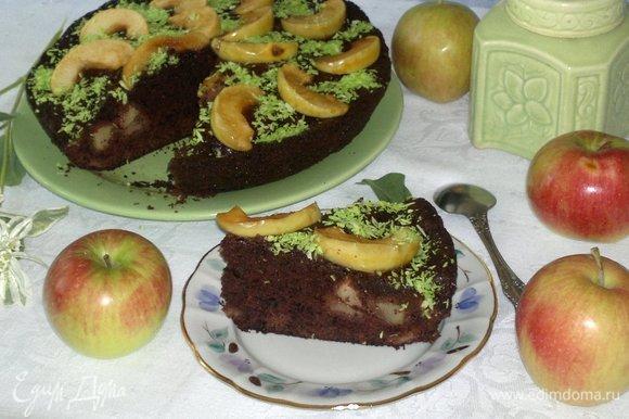 Подать пирог к чаю или кофе. Разрезать на порции. Угощайтесь! Приятного аппетита!