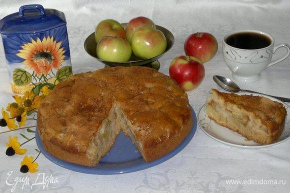 Разрезать пирог на порции, подать к чаю или кофе. Приятного аппетита! С праздником!