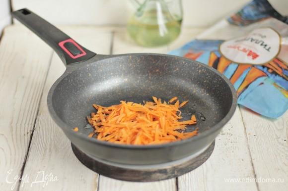 Пассеруем морковь.
