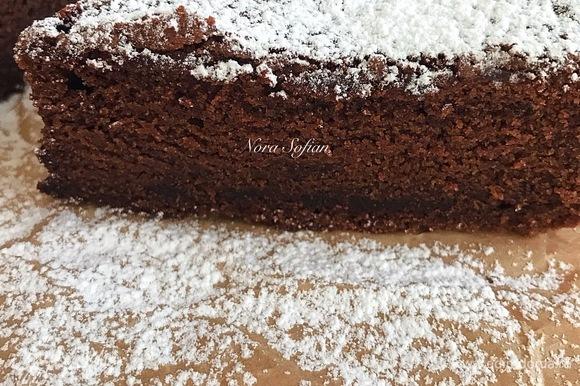 Пирог хорош в теплом и холодном виде.