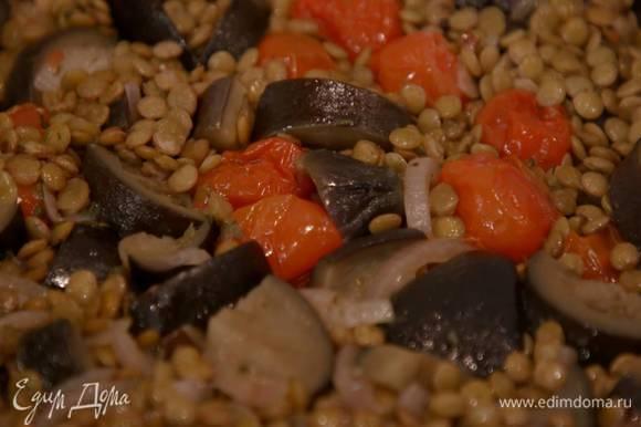 Готовые овощи разложить в пиалы, посыпать листьями тимьяна, посолить, добавить по 1 ст. ложке сметаны.
