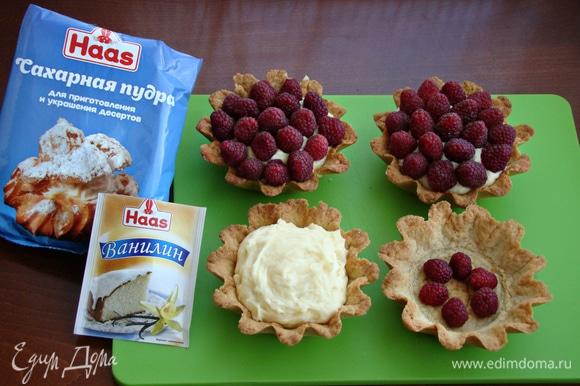 На дно каждой тарталетки положить по несколько ягод малины, сверху выложить остывший заварной крем и верх крема украсить ягодами свежей малины. Поставить в холодильник примерно на час.