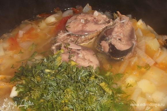 Нарезать зелень. Добавить вместе с рыбой в кастрюлю. Кипятить суп в течение 3 минут. Приятного аппетита!