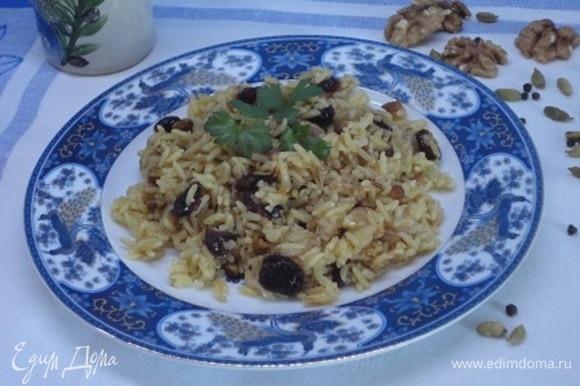Готовое блюдо подавать с зеленью кинзы или базилика.