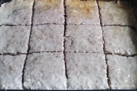 Достать из духовки. Разрезать на порционные куски.